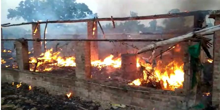 नौगढ़ में शॉर्ट सर्किट होने से पोल्ट्री फार्म में लगी आग