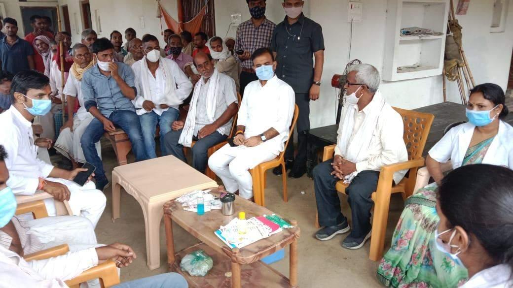 विधायक ने ग्रामीणों को covid-19 टीकाकरण के लिए किया जागरूक