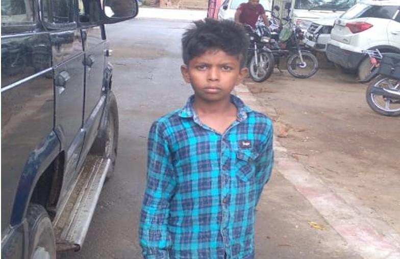 सैयदराजा पुलिस को मिला लावारिस हालत में 8 साल का बच्चा, नाम बता रहा इमान