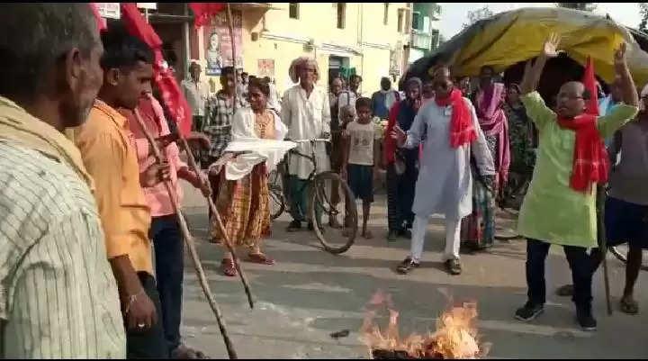 PM CM Putla Burning