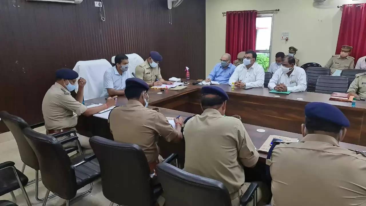 DM SP Chandauli Meeting