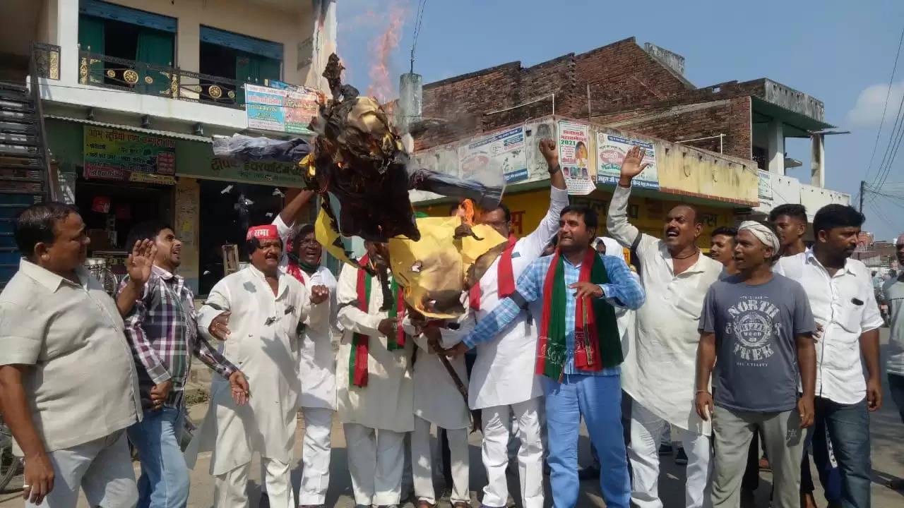CM Yogi Putla Burning