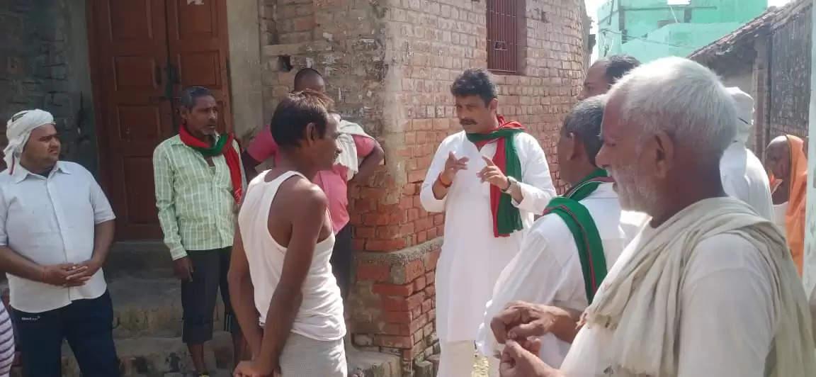 Anjani Singh reached Paharpur village