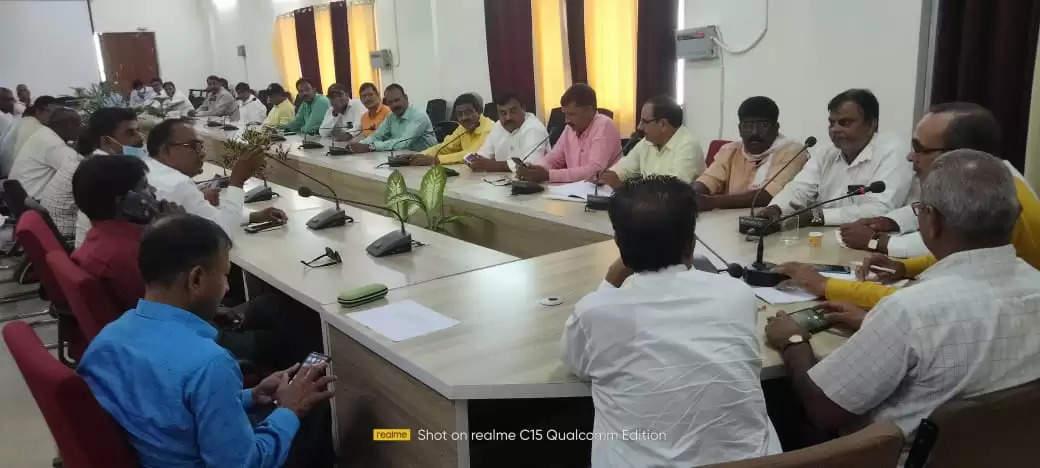 Employees teachers officers